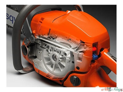 Прочный картер двигателя выдерживает работу на высоких оборотах и создан с учетом активного профессионального использования бензопилы, обеспечивая длительный срок службы