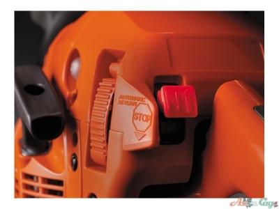 Комбинированное управление дроссельной заслонкой/остановкой двигателя, система Smart Start® и топливный насос обеспечивают легкий запуск этой бензопилы