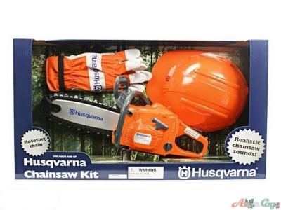 Игрушечная бензопила Husqvarna в комплекте с перчатками и шлемом