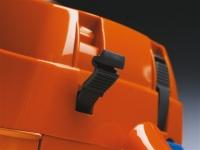Защелки крышки цилиндра экономят время при замене или очистке свечи зажигания